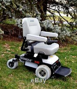 Bariatric powerchair Hoveround Teknique XHD rated to handle up to 450 lbs. Nice