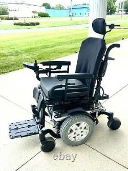 Power chair Quantum q6 edge features tilt seating great condition extremely fast