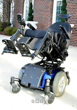 Power wheelchair Quantum Q6edge has tilt-separate feet lift brand new batteries