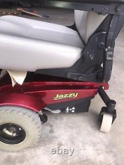 Jazzy Sélectionnez Le Fauteuil Roulant De Scooter Électrique Gt. (nouvelles Batteries) Rouge