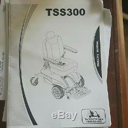 Le Pride Scooter Magasin Mobilité Tss-300 Rouge Fauteuil Roulant Électrique 19x18 Siège