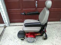 Le Scooter De Mobilité Pour Fauteuil Roulant Électrique Jazzy Select Power A L'air Et Fonctionne Bien