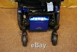 Quickie Pulse 6 Fauteuil Roulant Électrique Scooter Avec Pieds D'inclinaison Et De Puissance Des Piles Neuves