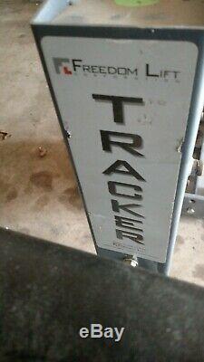 Tracker Freedom Lift Scooter / Power Handicapé Ascenseur Pour Vans Vus